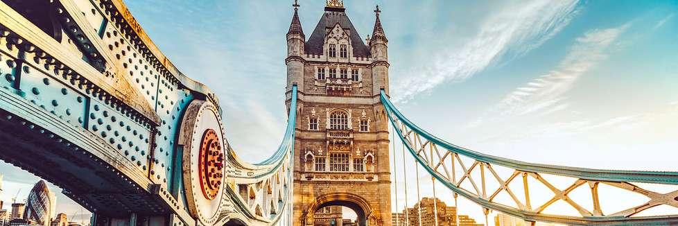 Die Tower Bridge über den Fluss Themse in London